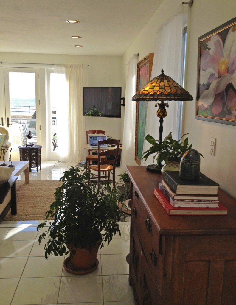 sideview into living room