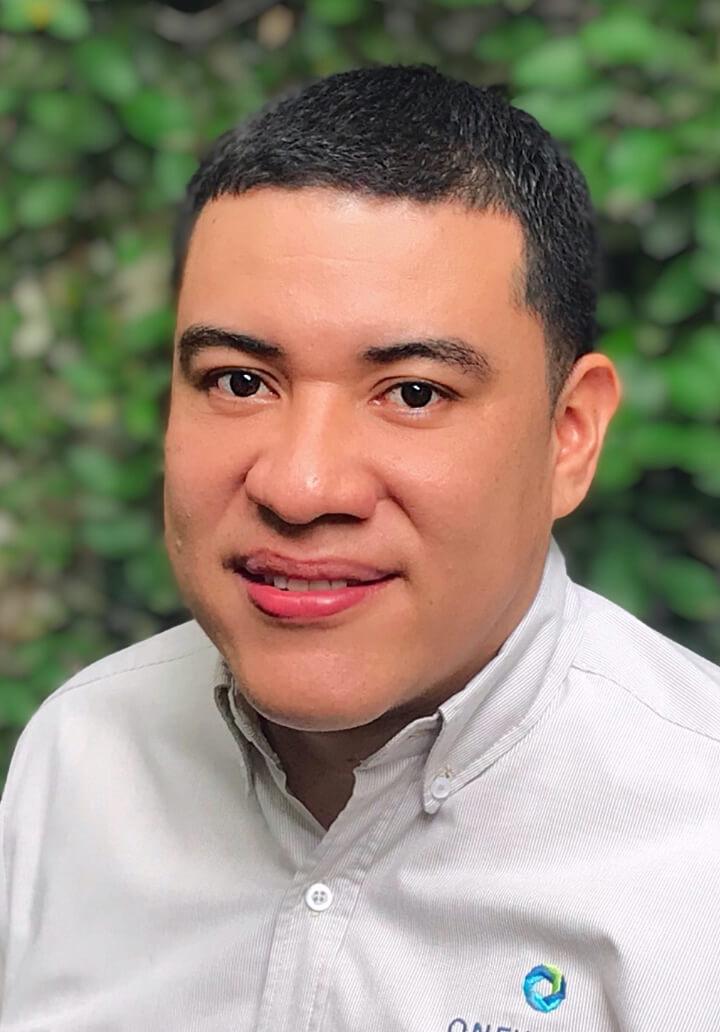 headshot of carlos perez