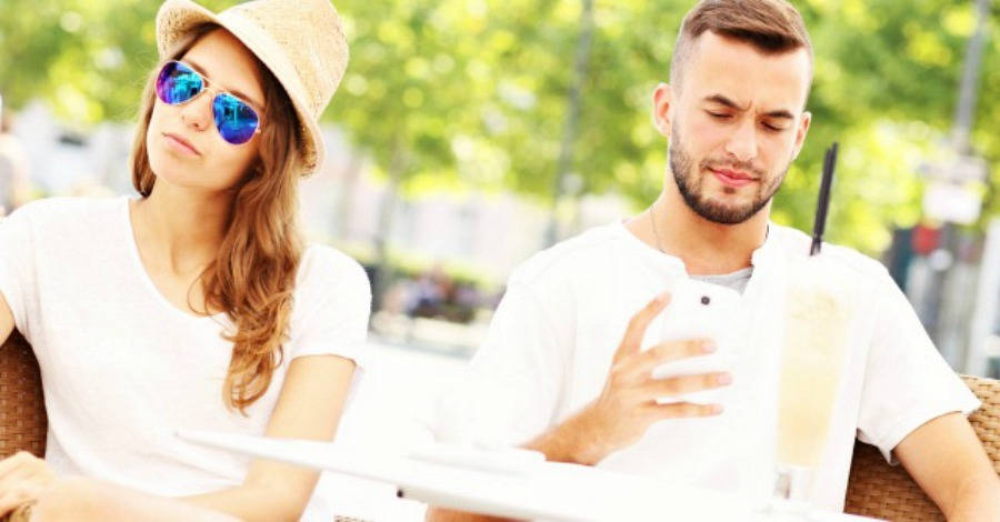7 Warning Signs You're Dating Mr. Wrong