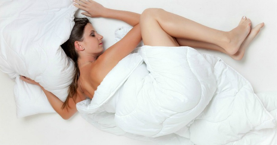 8 Reasons Why You Should Seriously Consider Sleeping Naked