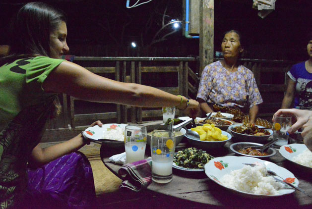 Eating with a Myanmar family in Bagan