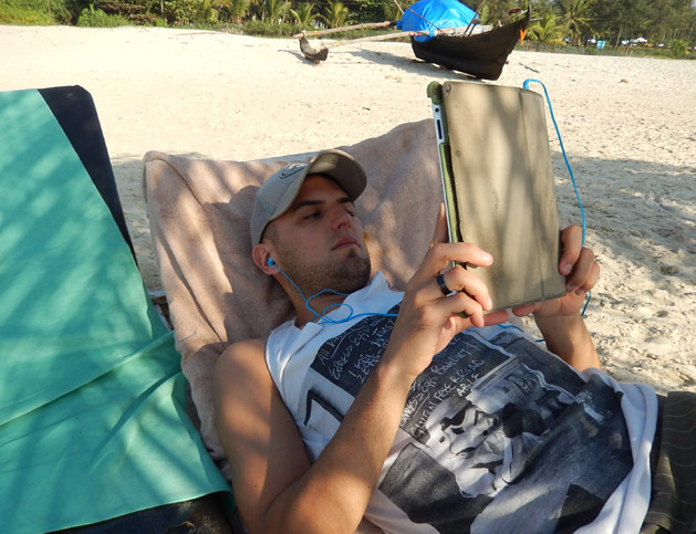 Dan reading Kindle iPad app on the beach