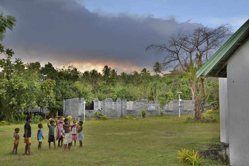ambrym-volcano-village