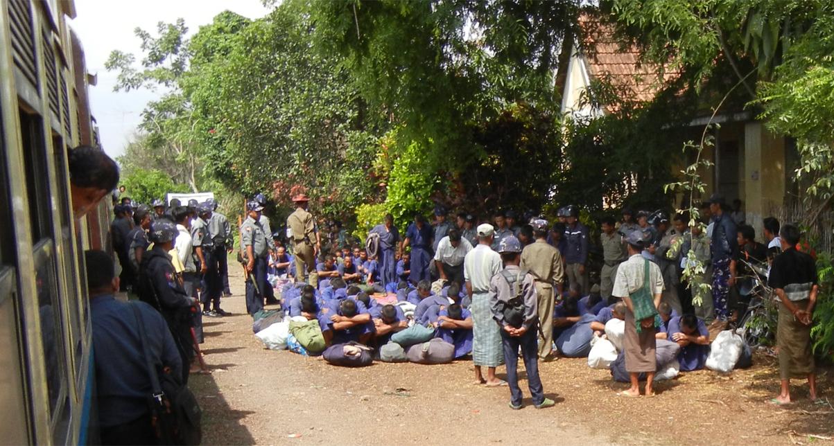myanmar-prisoners-transport