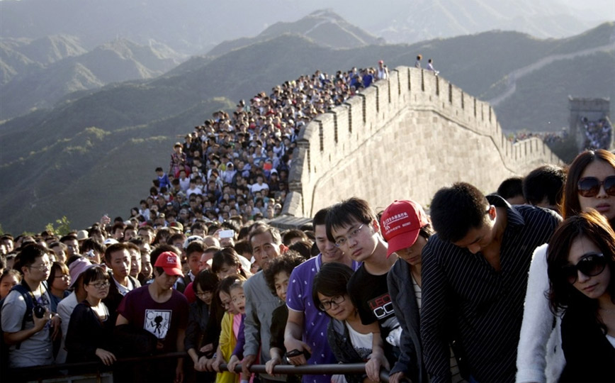 Chinese-tourists-great-wall