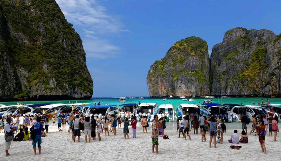 thailand-beach-crowd