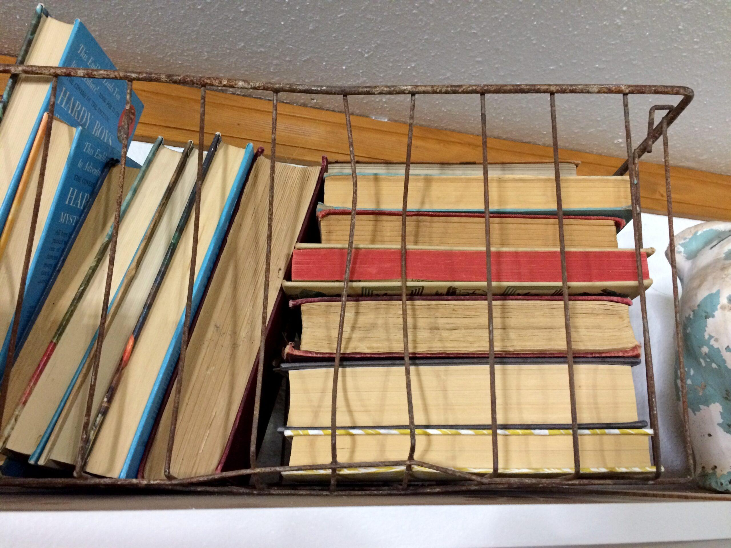 How to Paint Laminate Bookshelves