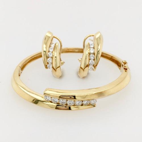 18 Karat Yellow Gold and Diamond Bracelet and Earring Set