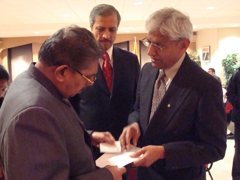 Hon.-Vailar-Ravi-Minister-for-NRI-Affairs-and-Mr.-Atri-CG-of-India-Chicago-with-tata4-2