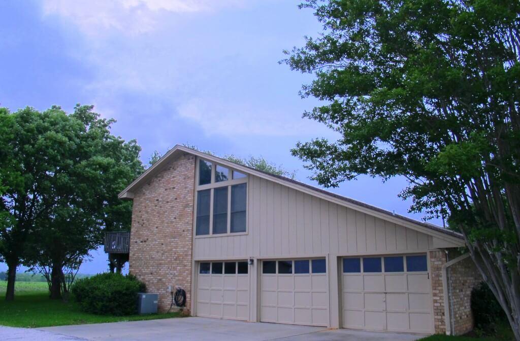 Manor, horse property, 3 car garage