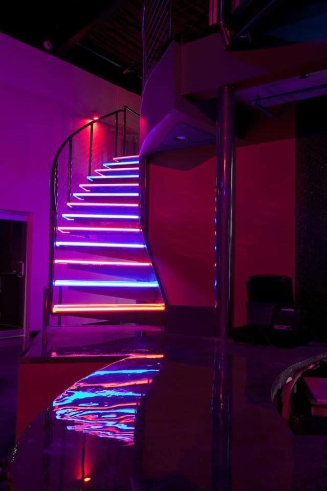 mansion-chicago-stairs