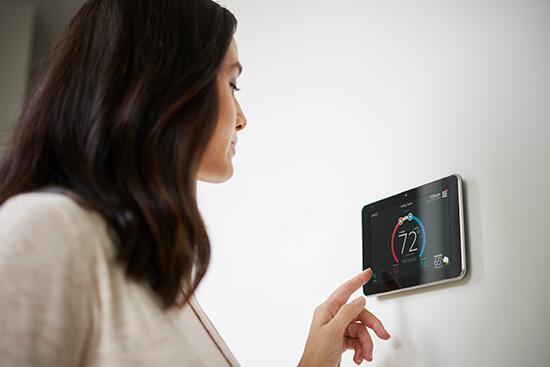 Lennox-Customer-Using-Thermostat