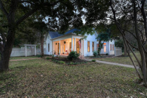 Historic home in Taylor TX for sale