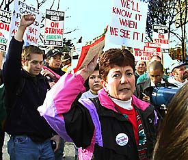 Linda Foley, national president of the Newspaper Guild met with striking guild members and supporting union members outside the front entrance of the Seattle Times (monday) giving her support along with that of the national organization and the money it has in its fund.   Photo by Steve Ringman