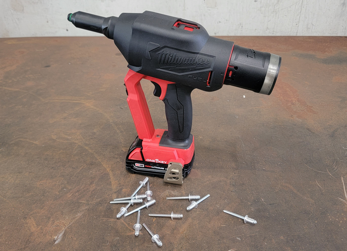 Milwaukee M18 FUEL Blind Rivet Tool with Protective Boot