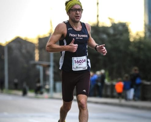 Runner runs relaxed during the Austin Half Marathon, one of our tips to run your best!