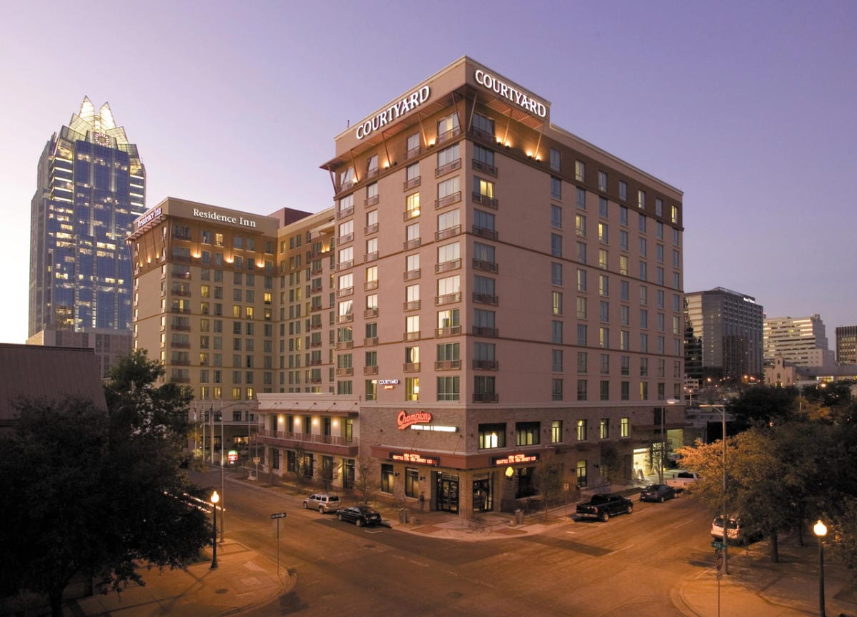 An image of the Courtyard Austin Downtown/Convention Center. Use the hyperlink in the text to lock in your Austin Marathon weekend rate and enjoy late check-out.