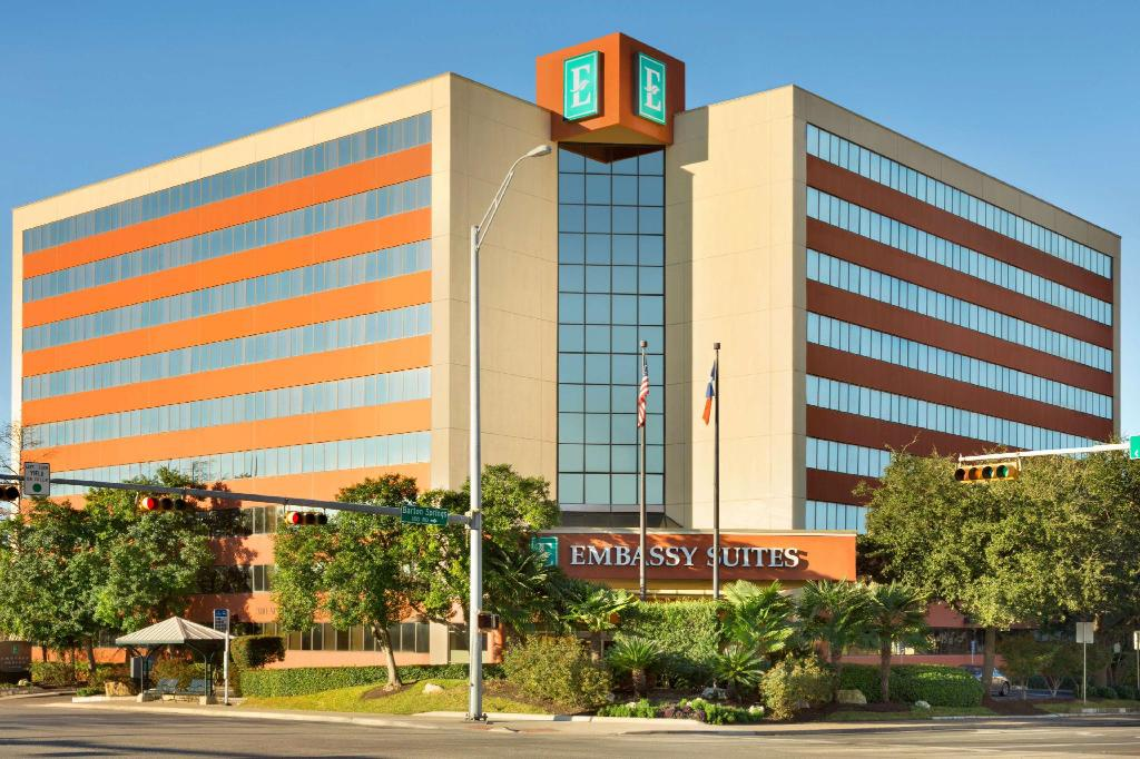 An image of the Embassy Suites Austin Downtown South Congress. Use the hyperlink in the text to lock in your Austin Marathon weekend rate and enjoy late check-out.