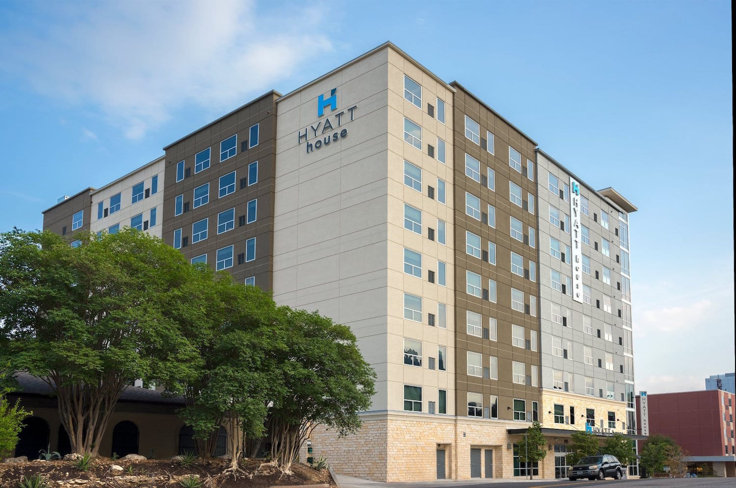 An image of the Hyatt House Austin. Use the hyperlink in the text to lock in your Austin Marathon weekend rate and enjoy late check-out.