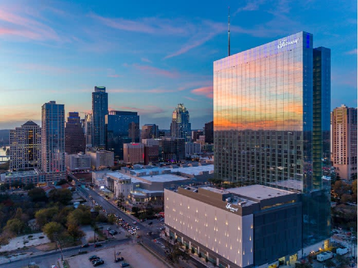Image of the Fairmont Austin, courtesy of Visit Austin. Book a luxury hotel and make your Austin Marathon weekend that much more memorable. More information at https://youraustinmarathon.com/austin-luxury-hotels/