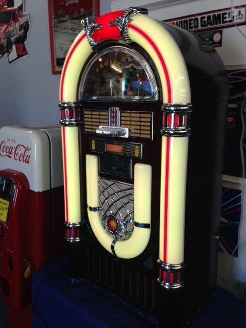 Crowsley i-pod dock jukebox