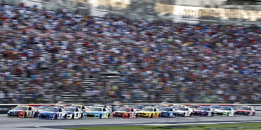 Larson vence a All-Star Race