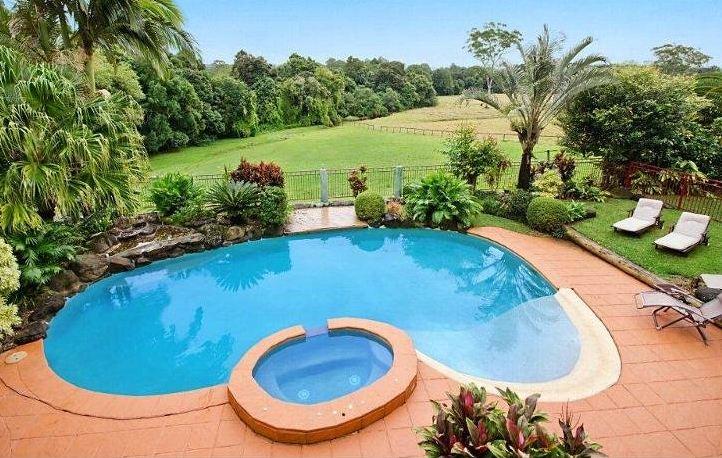 Custom kidney shaped pool