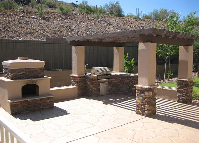 Custom Stucco and Brick Outdoor Kitchen Design