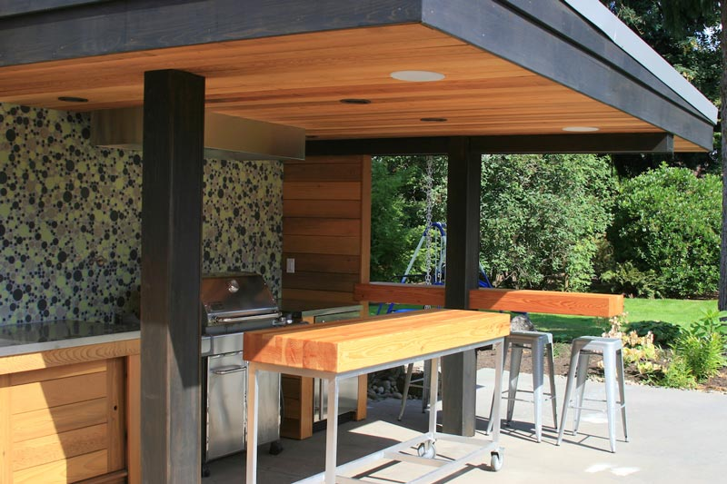 Modern outdoor kitchen with mobile island