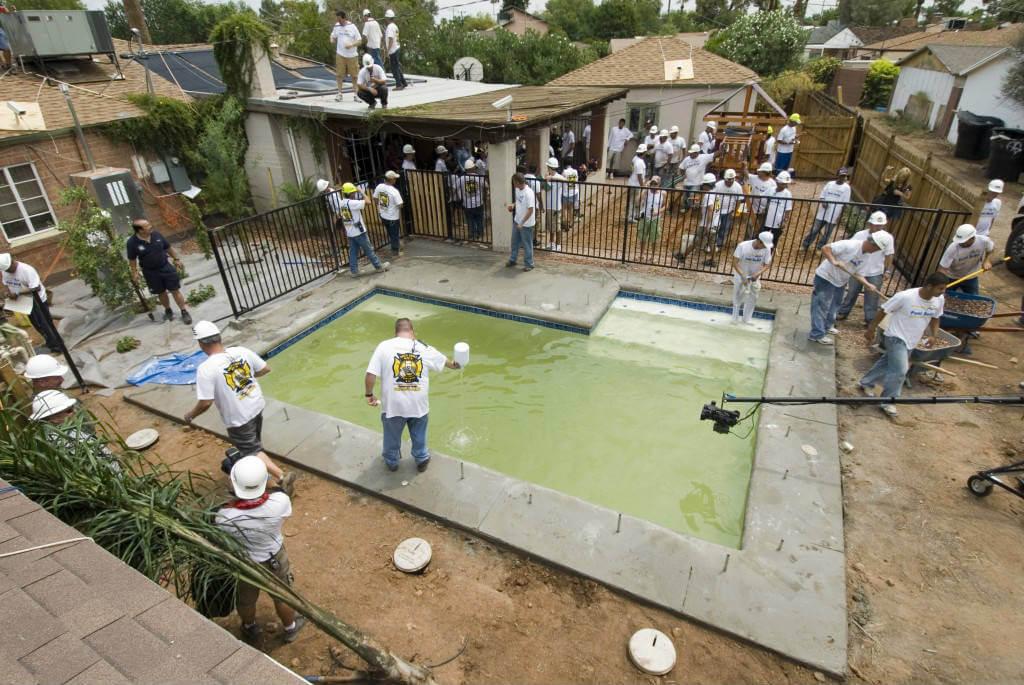 Sanitizing swimming pool water