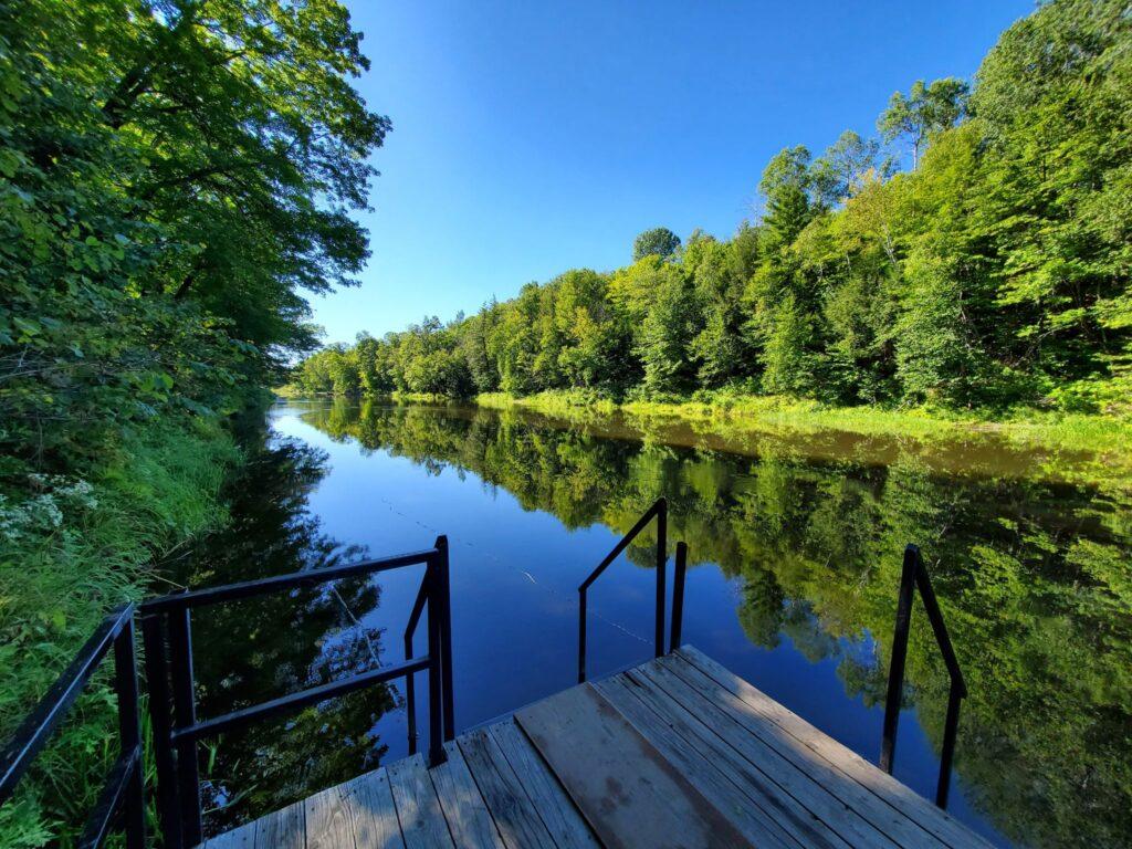 L'un des 3 points d'accès à la rivière