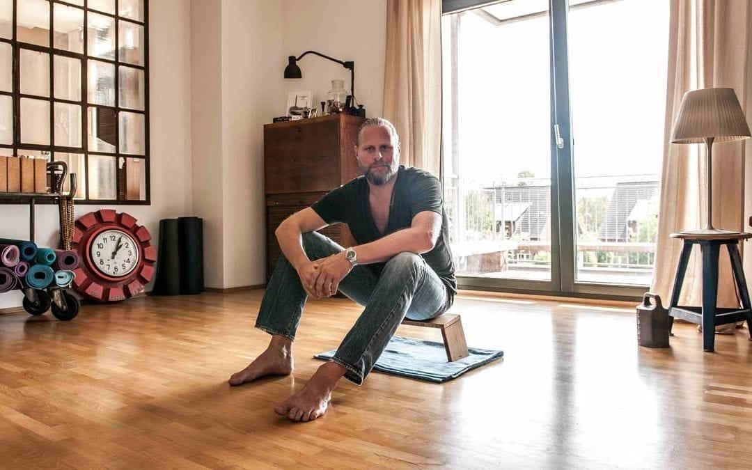 Stoolyoga – sit with style