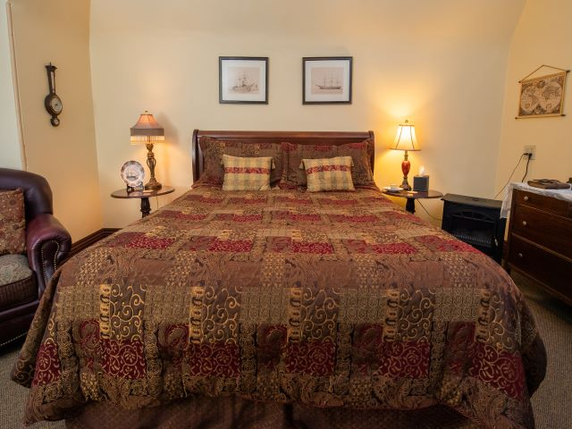 Captains Quarters showing King size bed with side tables and lamps