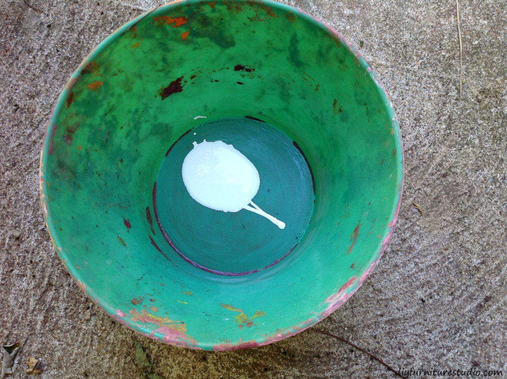 Mixing latex paint with cement for colorful DIY tealight candle holders.