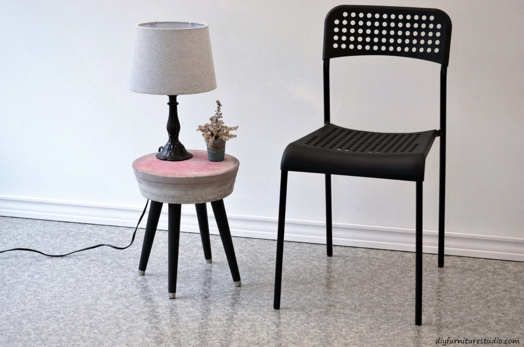 DIY cement side table. Tutorial. Easy.
