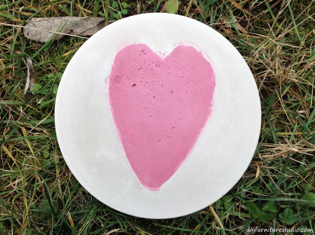 DIY Cement Stepping Stones with Heart. Garden Art.