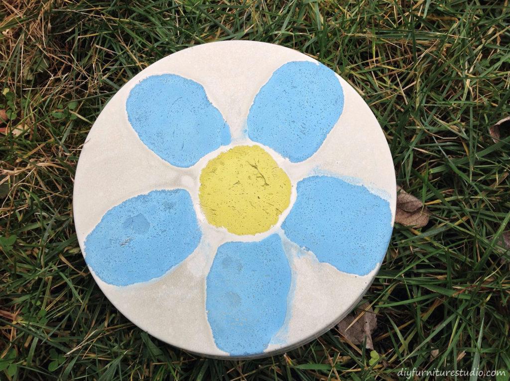 DIY Cement Stepping Stones with Flower. Garden Art.