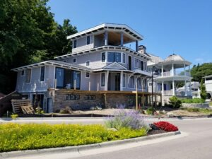 Lakeshore custom home builder and remodels by Creekside Companies