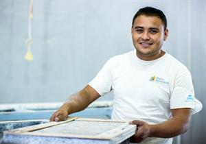shop-worker1