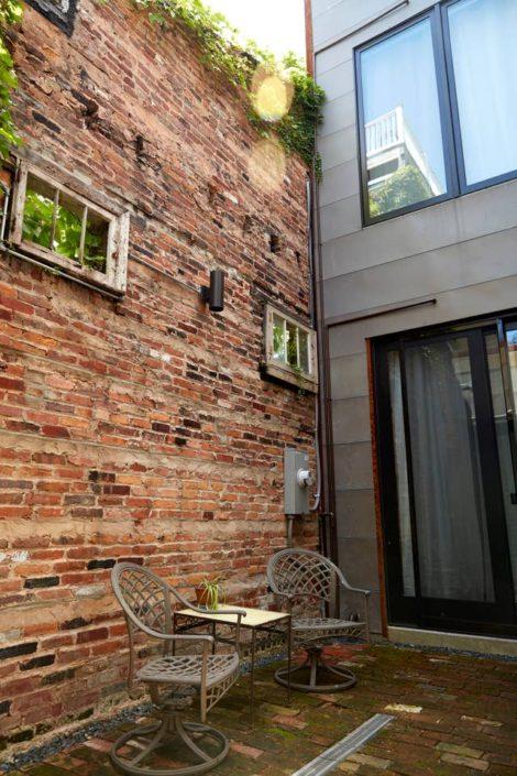 E1507 Courtyard Wall