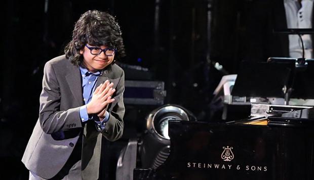 joey-alexander-next-to-piano-photo-2