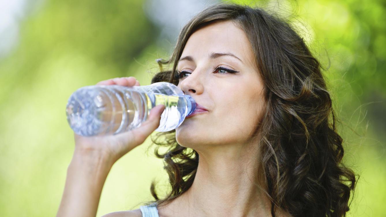 los-graves-problemas-que-causa-beber-mas-agua-de-la-cuenta