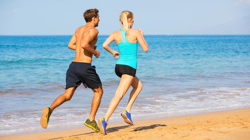 correr en la playa tenis