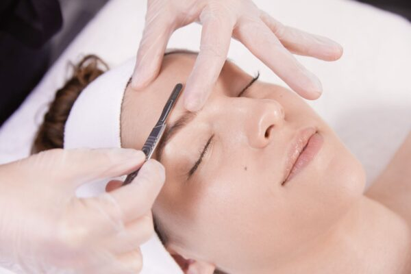 dermaplaning facial on a woman in montreal and laval spa