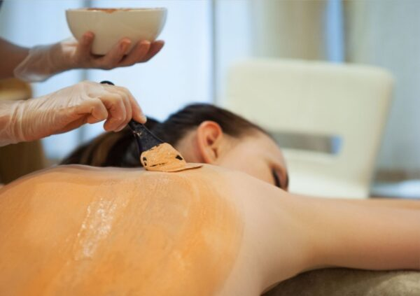 back facial back exfoliation treatment in skincare clinic montreal