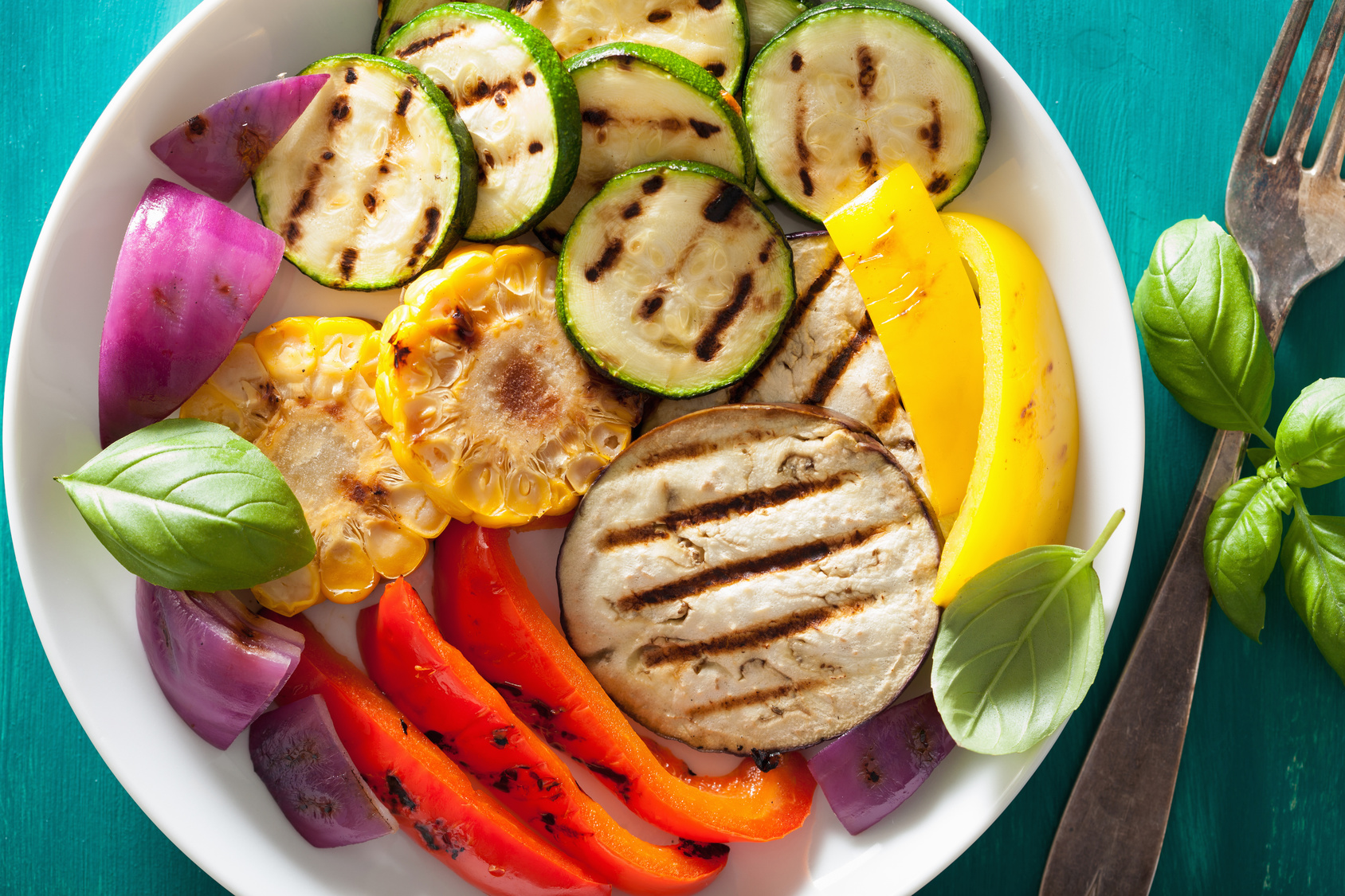healthy grilled vegetables on plate