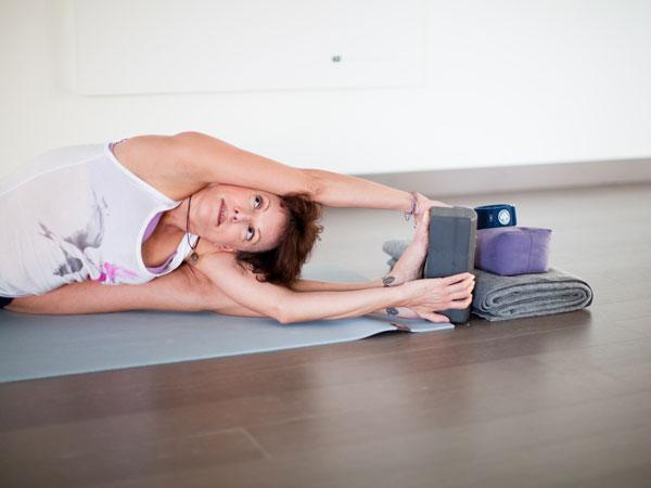tantra flow yoga 200 side bend pose