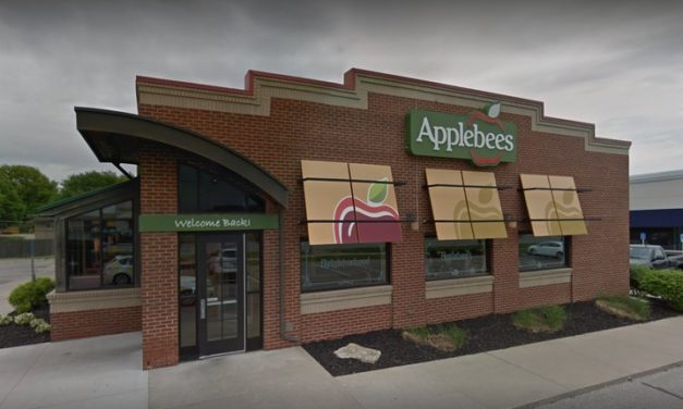 Applebee's in Lawrence fouls restaurant inspection; handling lime wedges with bare hands, improper hand washing by the cook