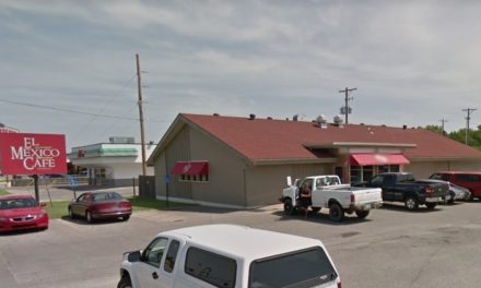 El Mexico Cafe Seneca in Wichita fails inspection with 11 violations; employee doesn't wash hands after handling raw chicken, moldy lemons and can opener on the prep counter had dried black food debris on the blade