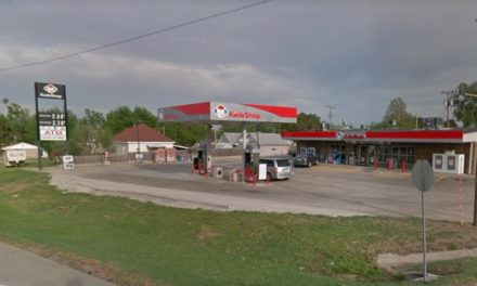 Pratt Kwik Stop fouls inspection; Approximately 75 fresh mouse droppings behind equipment, Pest control company observed no issues